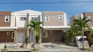 Casa En Venta En Panama, Brisas Del Golf, Panama, PA RAH: 17-1272