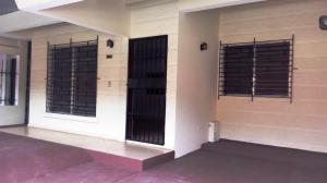 Casa En Alquiler En Panama, Villa De Las Fuentes, Panama, PA RAH: 17-1281