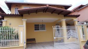 Casa En Venta En Panama, Brisas Del Golf, Panama, PA RAH: 17-2437