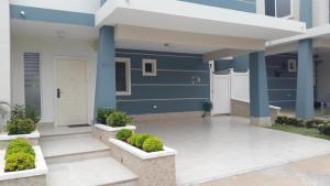 Casa En Venta En Panama, Brisas Del Golf, Panama, PA RAH: 17-2452