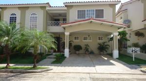 Casa En Venta En Panama, Brisas Del Golf, Panama, PA RAH: 17-2940