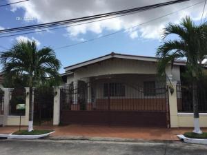 Casa En Venta En Panama, Brisas Del Golf, Panama, PA RAH: 17-3233