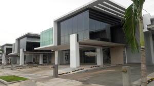 Galera En Ventaen Panama, Parque Lefevre, Panama, PA RAH: 16-3939