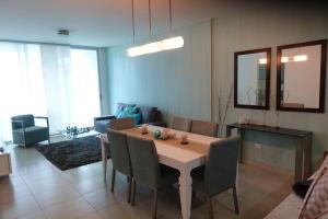 Apartamento En Alquiler En Panama, Avenida Balboa, Panama, PA RAH: 17-3312
