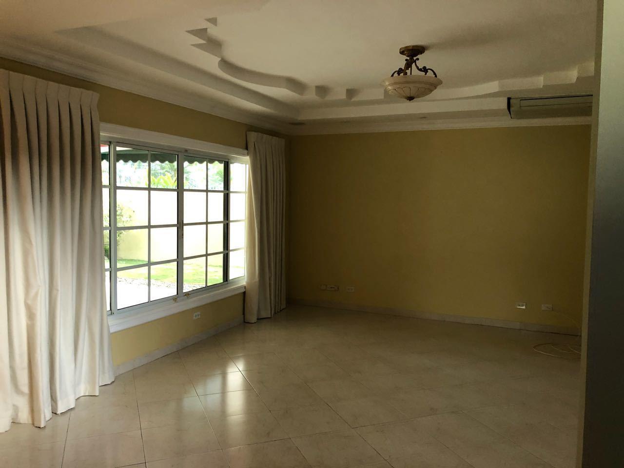 Casa En Alquiler En Panama En Costa del Este - Código: 19-5901