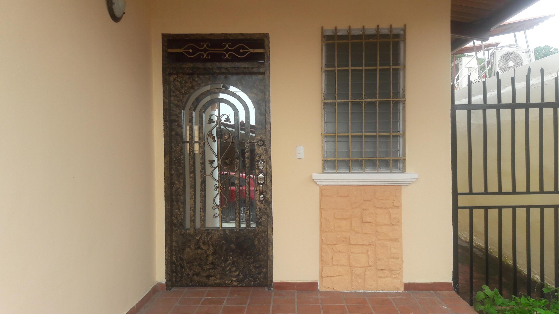 Casa En Alquiler En Panama En Brisas Del Golf - Código: 19-12093