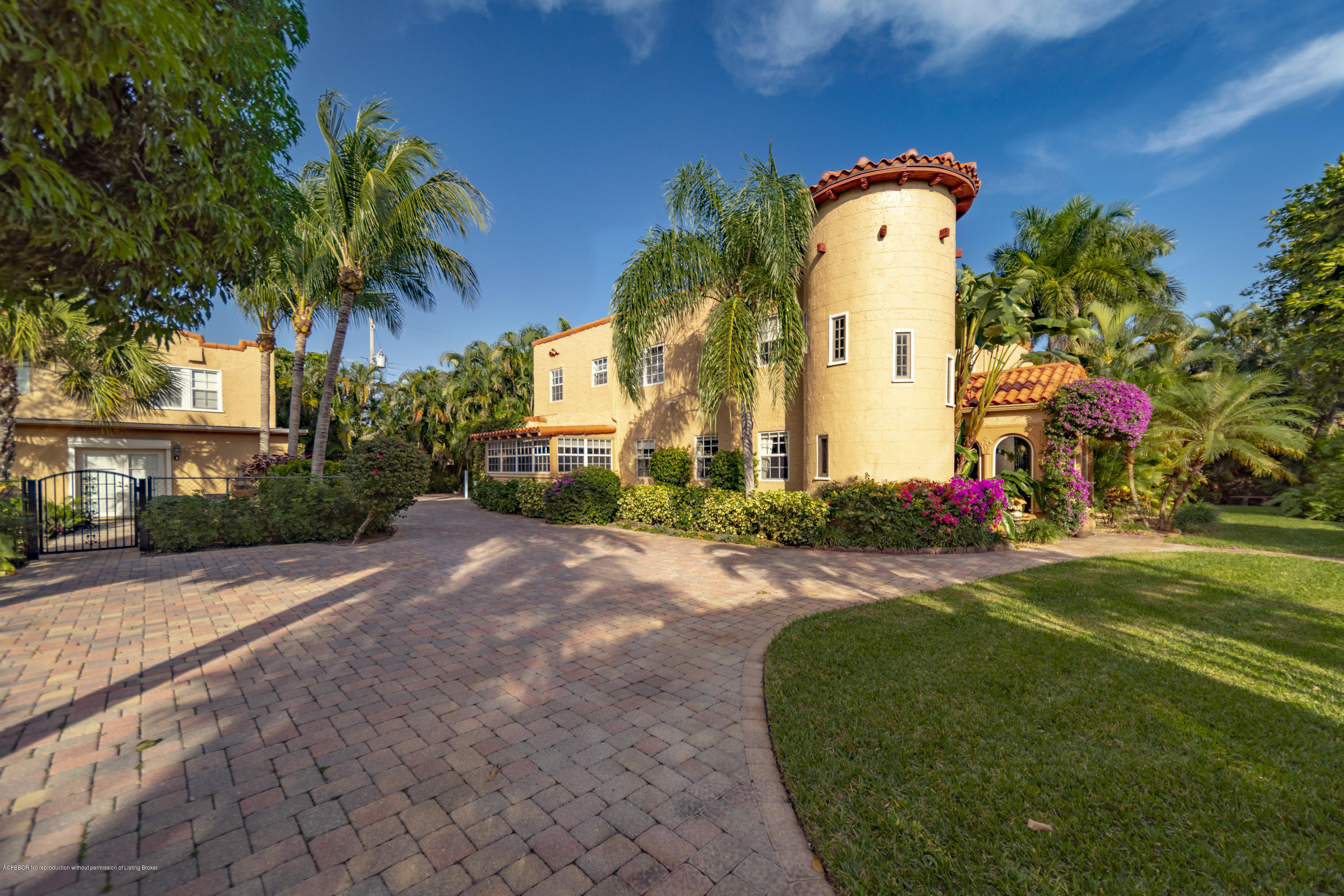 319 E Lakewood Road - West Palm Beach, Florida
