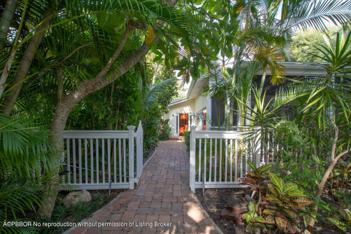 617 SE Atlantic Drive - Lantana, Florida