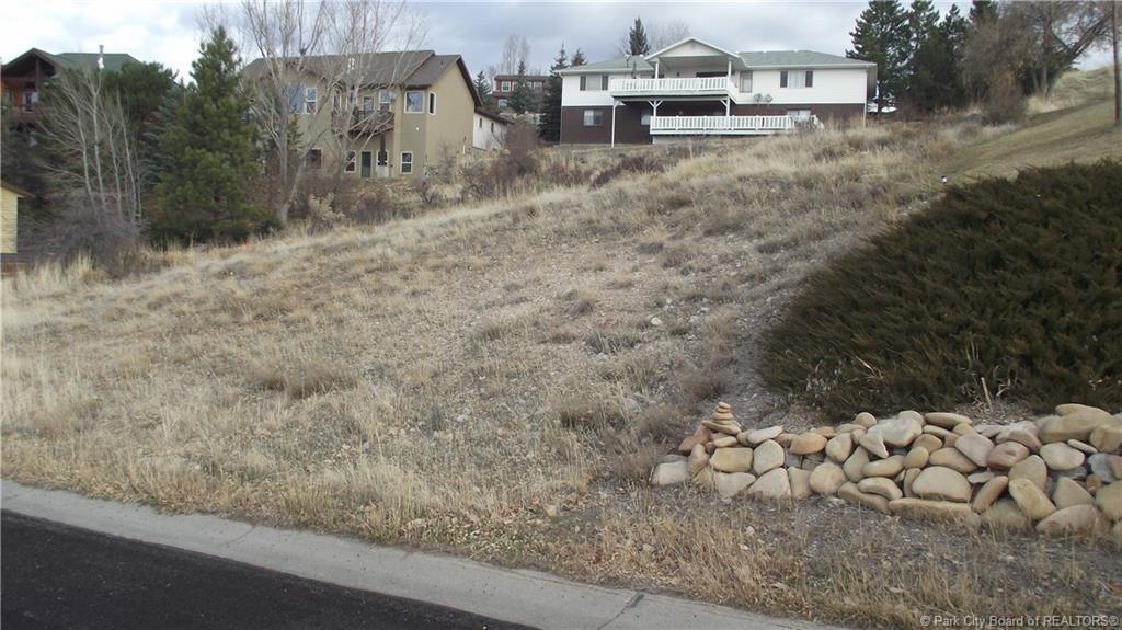 661 E Valley Drive