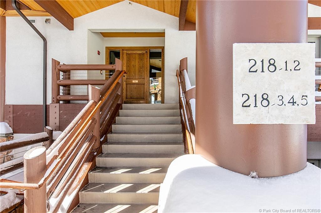 7700  Stein Way