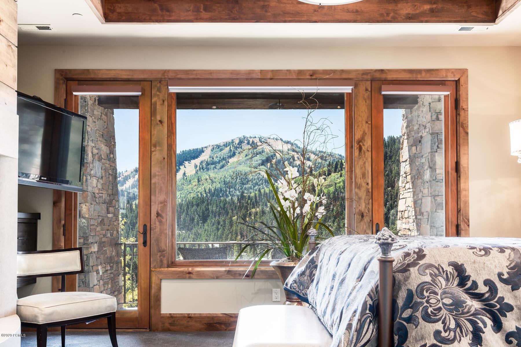 10153 N Summit View Drive