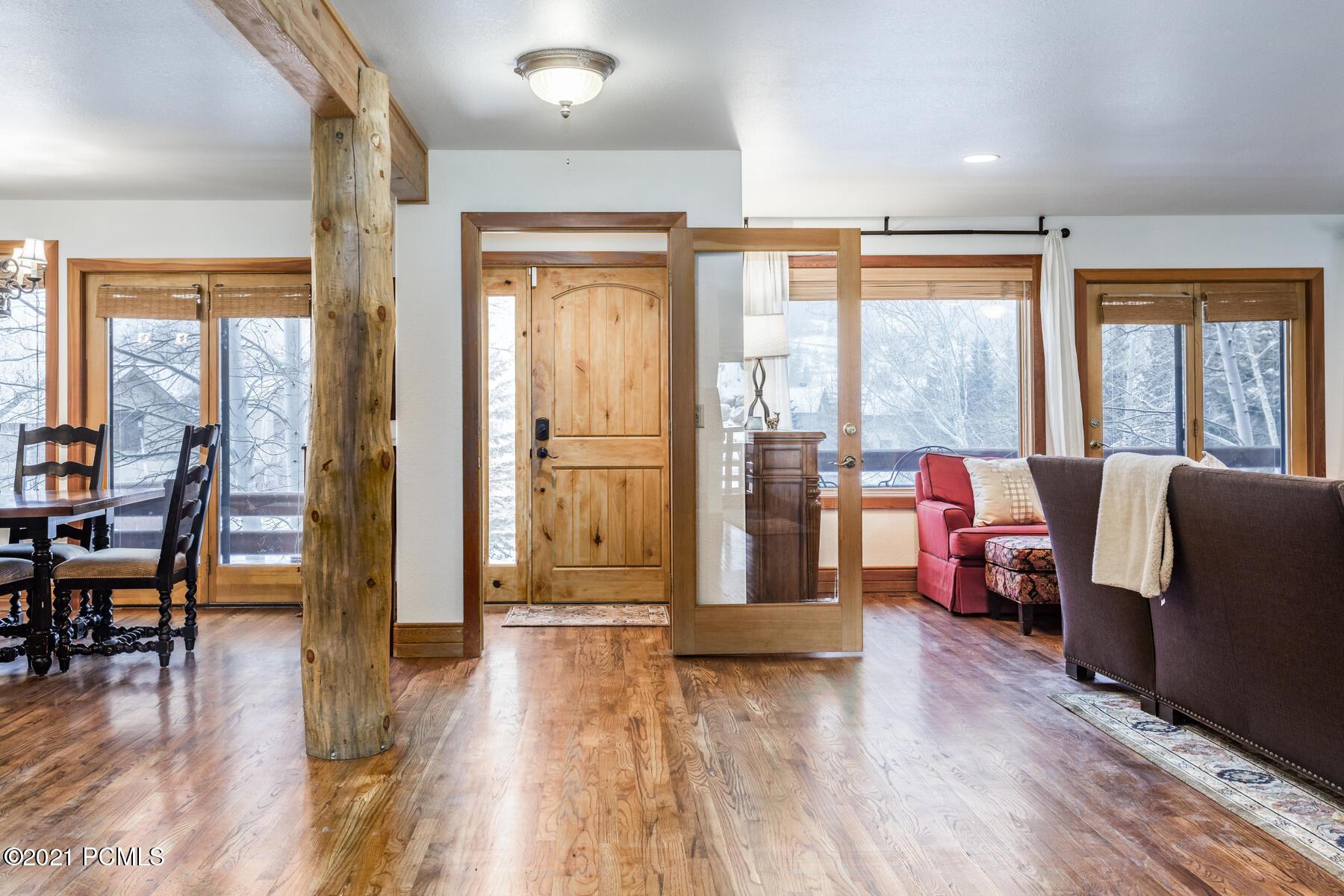 2418  Amundsen Court