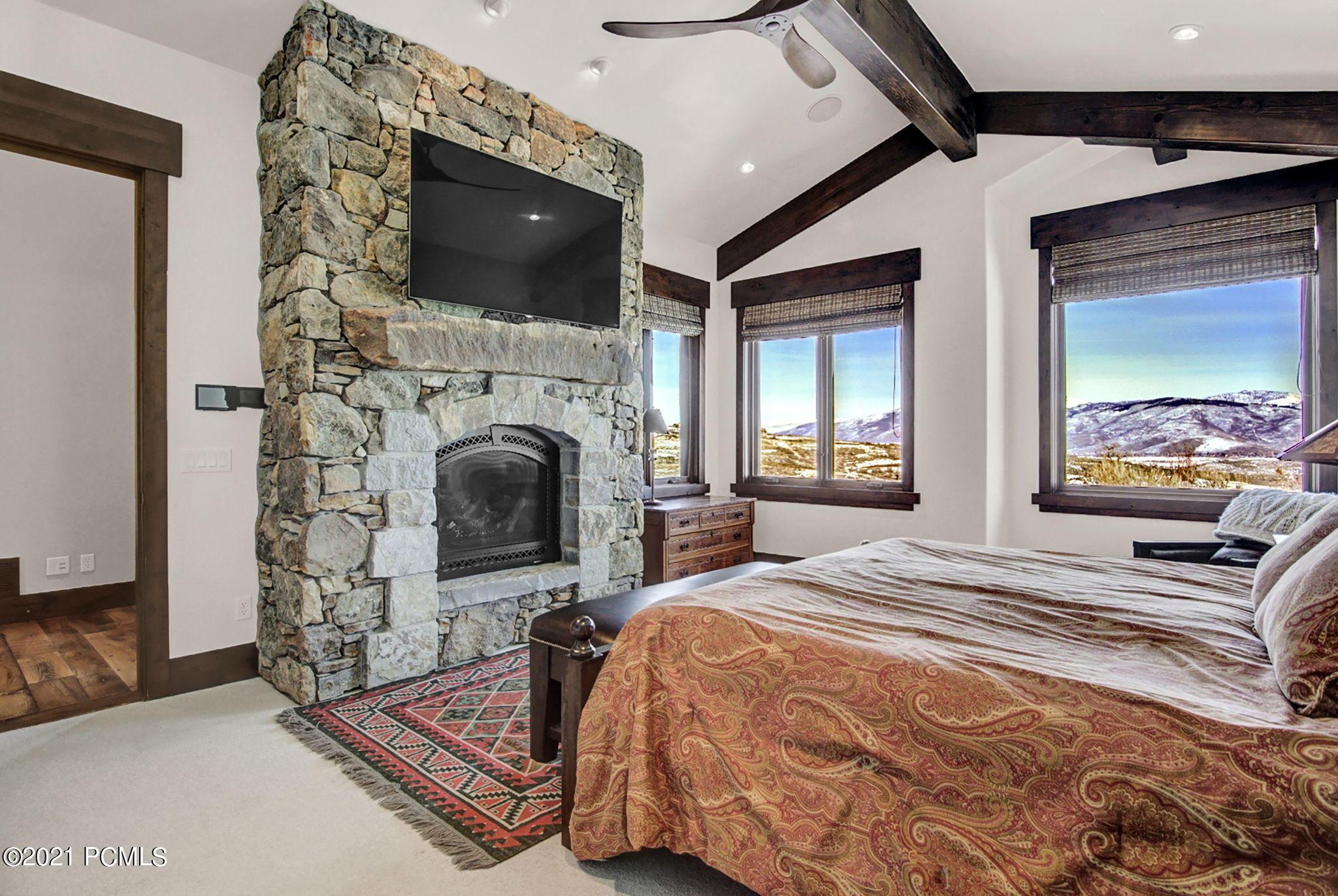9155 N Twin Peaks Drive