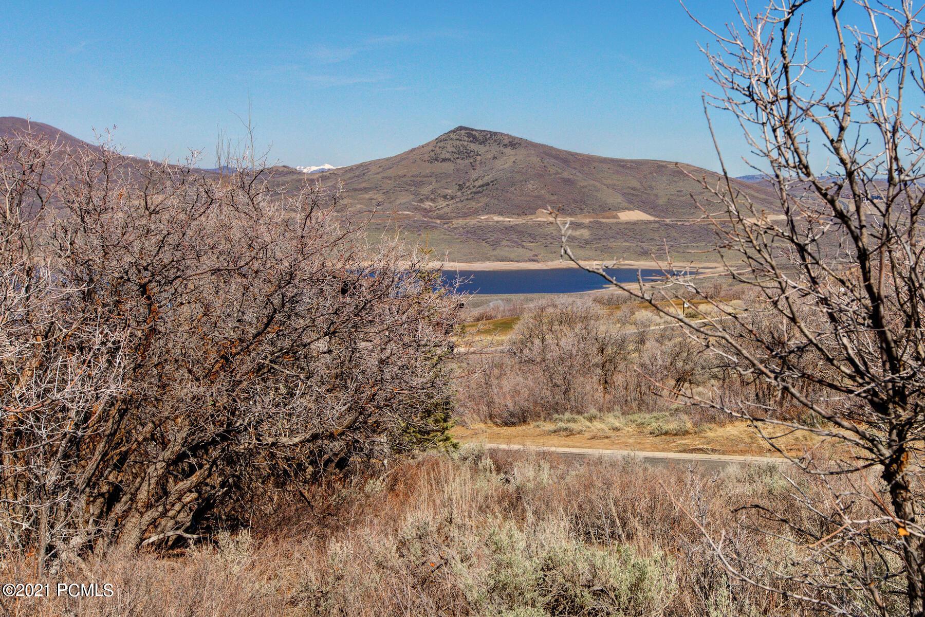 1226 E Lasso Trail