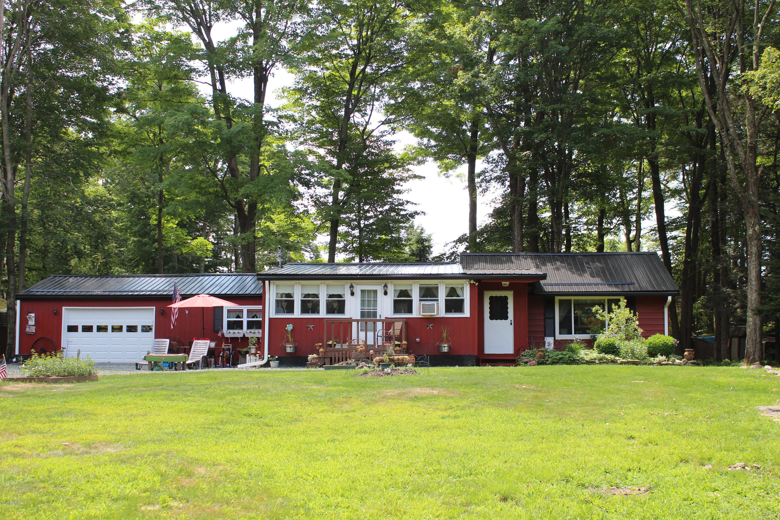 Single Family Home for Sale at 112 Curleys Ln 112 Curleys Ln Greentown, Pennsylvania 18426