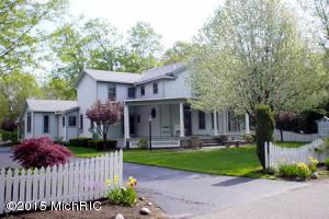 736 Pleasant Street, Saugatuck, MI 49453