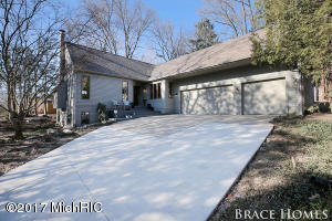1565 WOODCLIFF Avenue, East Grand Rapids, MI 49506