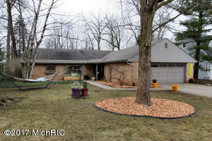 2746 Maplewood Drive, East Grand Rapids, MI 49506