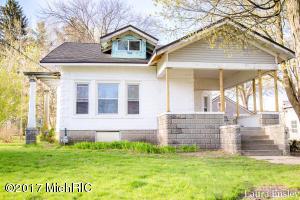 20 Oak Street, Cedar Springs, MI 49319