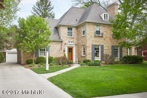 958 Pinecrest Avenue, Grand Rapids, MI 49506