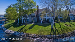 17577 N Fruitport Road, Spring Lake, MI 49456
