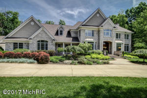 1301 Royal County Down, Grand Rapids, MI 49546