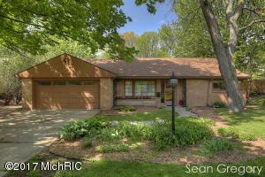 2807 Oakwood Drive, East Grand Rapids, MI 49506
