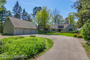 Property for sale at 208 N Lakeshore Drive, Holland,  MI 49424