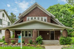 320 Briarwood Avenue, East Grand Rapids, MI 49506