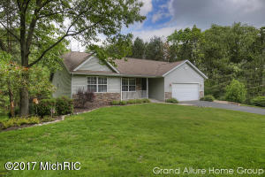 14129 Natures Ct Place SE, Lowell, MI 49331