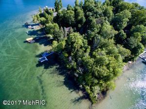 1 Hemlock Island Dowagiac, MI 49047