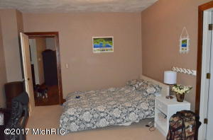 663 LUGERS ROAD, HOLLAND, MI 49423  Photo 9