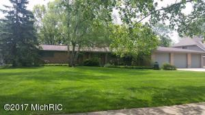 3004 Woodcliff Circle, East Grand Rapids, MI 49506