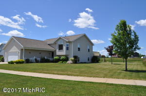 189 Chary View, Kent City, MI 49330