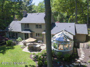 4671 Valleywood Court, Holland, MI 49423