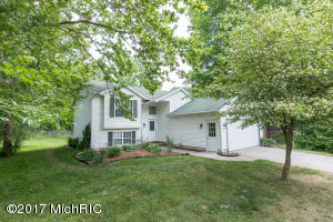2577 32ND Street, Kentwood, MI 49512