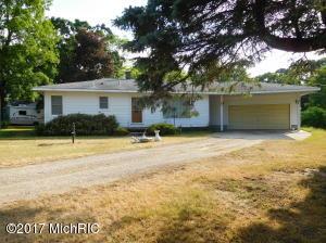 9299 Pine Island Drive, Sparta, MI 49345