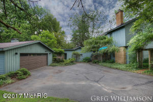 6271 Cascade Road, Grand Rapids, MI 49546
