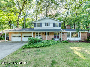 4843 Poinsettia Avenue, Kentwood, MI 49508