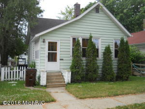 Single Family Home for Sale at 319 Third Manistee, Michigan 49660 United States