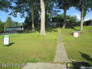 182 S Bear Lake Road, Muskegon, MI 49445