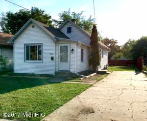 3133 Longstreet Avenue, Wyoming, MI 49509