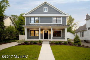 1005 Lake Grove Avenue, Grand Rapids, MI 49506