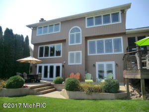 251 Adolph Shores Coldwater, MI 49036