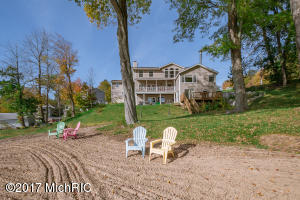 15649 Lakeview Buchanan, MI 49107