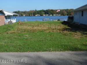 70185 beach Edwardsburg, MI 49112