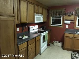 2076 HILLANDALE ROAD, BENTON HARBOR, MI 49022  Photo 15