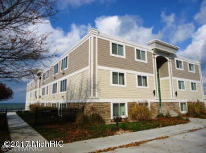 Property for sale at 225 North Shore Dr Unit 211, South Haven,  MI 49090