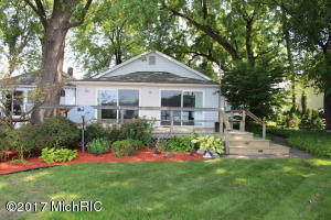 Property for sale at 609 Lakeshore Boulevard, Norton Shores,  MI 49444