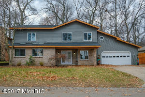 9704 Woodlawn Portage, MI 49002